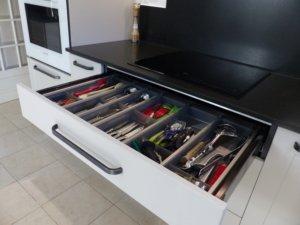 Tiroir cuisine équipée avec casiers